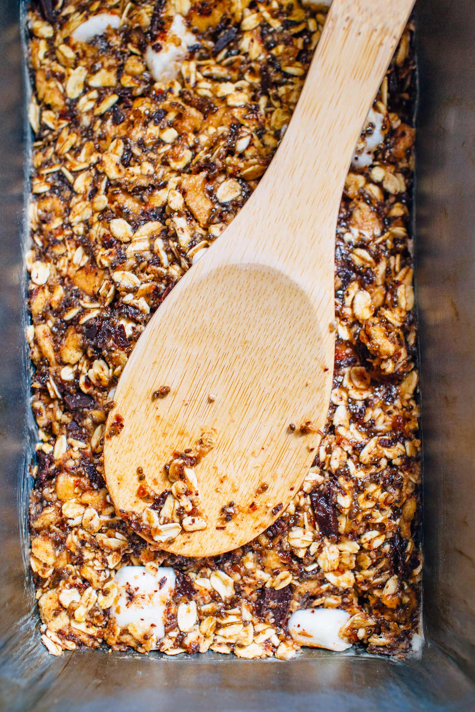 These chewy vegan s'mores granola bars are a delicious camping-inspired snack!