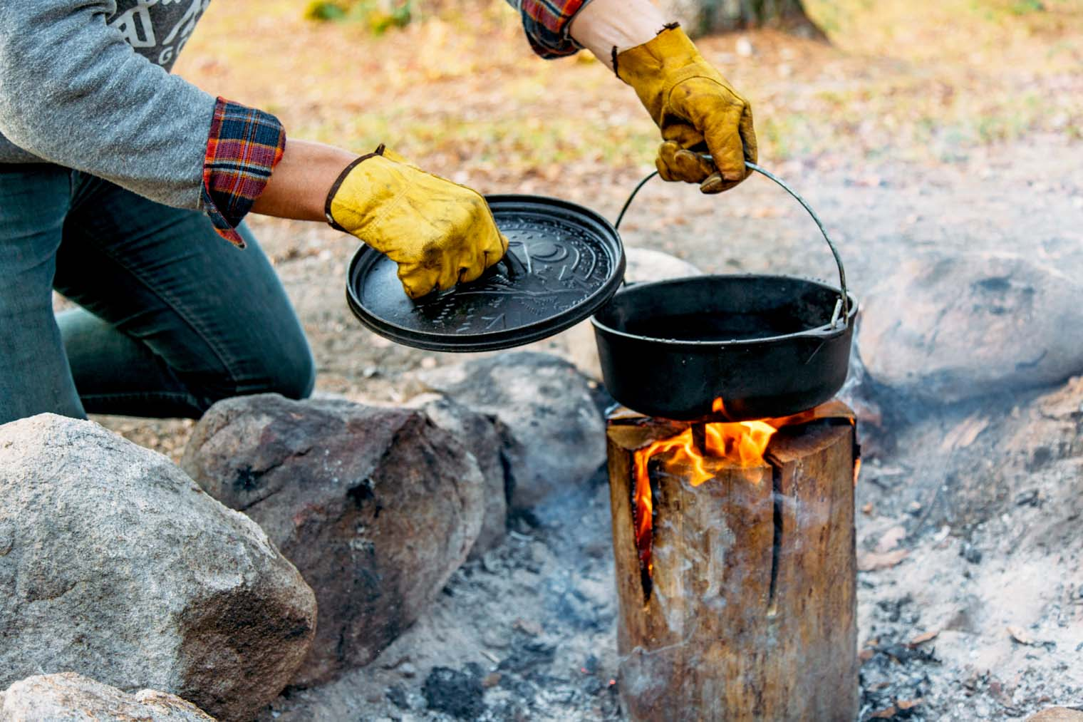 Learn to make a Swedish Torch with or without a chainsaw. Perfect for camping or backyard bonfires!