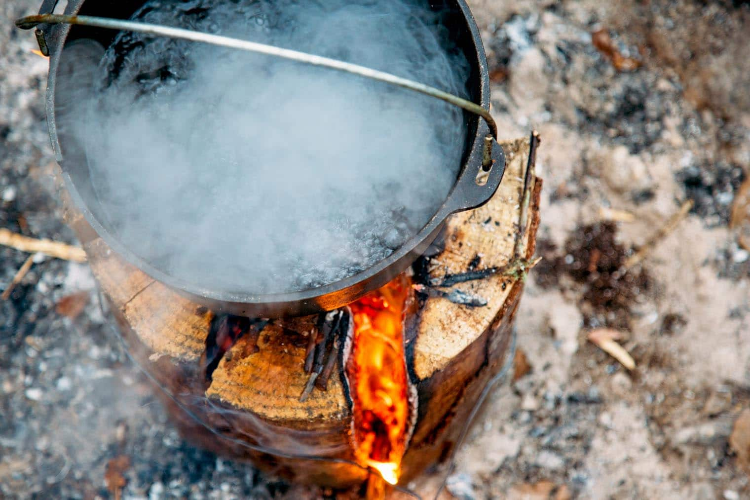 Make a stove out of a single log! Learn to make a Swedish Torch with or without a chainsaw. Perfect for camping or backyard bonfires!