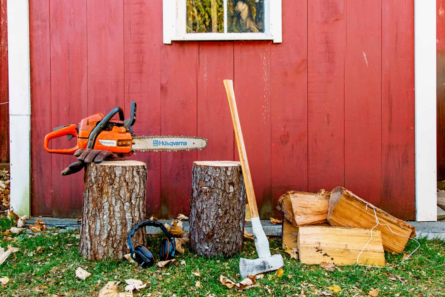 Make a campfire out of a single log! Learn to make a Swedish Torch with or without a chainsaw. Perfect for camping or backyard bonfires!